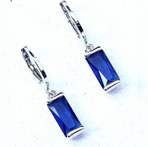 🌺NEW! Classic Dangle Sapphire CZ Earrings🌺❤